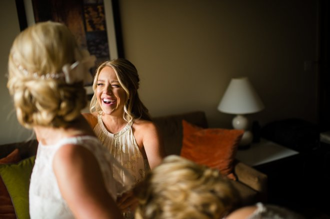 Love this sister and MOH moment! Getting ready at the Westin Beavercreek.