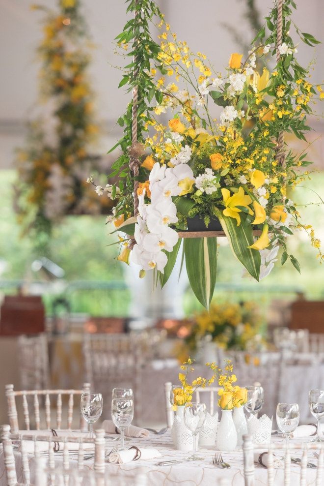 summer centerpiece yellow white